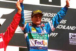 Podium : le vainqueur Gerhard Berger, Benetton Renault