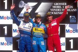 Podium: Racewinnaar Michael Schumacher, Benetton Renault, tweede plaats David Coulthard, Williams Re