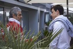 Руководитель команды Ferrari Маурицио Арривабене и совладелец и исполнительный директор Mercedes AMG