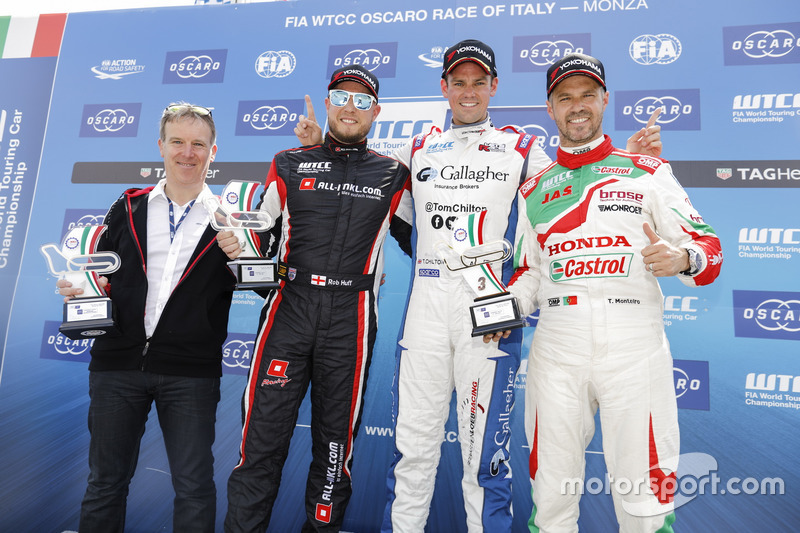 Podium: Race winner Tom Chilton, Sébastien Loeb Racing, Citroën C-Elysée WTCC, second place Rob Huff