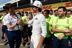 Rob Smedley, Head of Vehicle Performance, Williams, congratulates Lance Stroll, Williams, on his first points