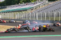 Richard Verschoor, MP Motorsport, Thomas Maxwell, Tech 1 Racing, Alex Peroni, Fortec Motorsports crash