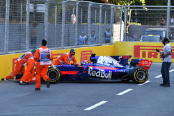 Daniil Kvyat, Scuderia Toro Rosso STR12 spins and is pushed by marshals