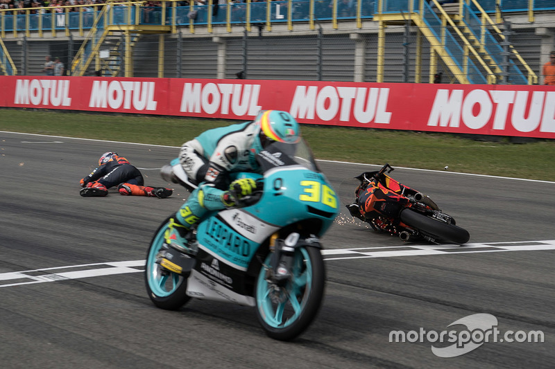 9. Joan Mir, Leopard Racing, Bo Bendsneyder, Red Bull KTM Ajo choca