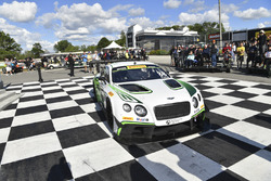 Ganador de la carrera #88 Absolute Racing Bentley Continental GT3: Adderly Fong