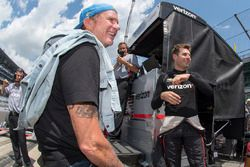 Red Hot Chili Peppers drummer Chad Smith chats with Will Power, Team Penske Chevrolet