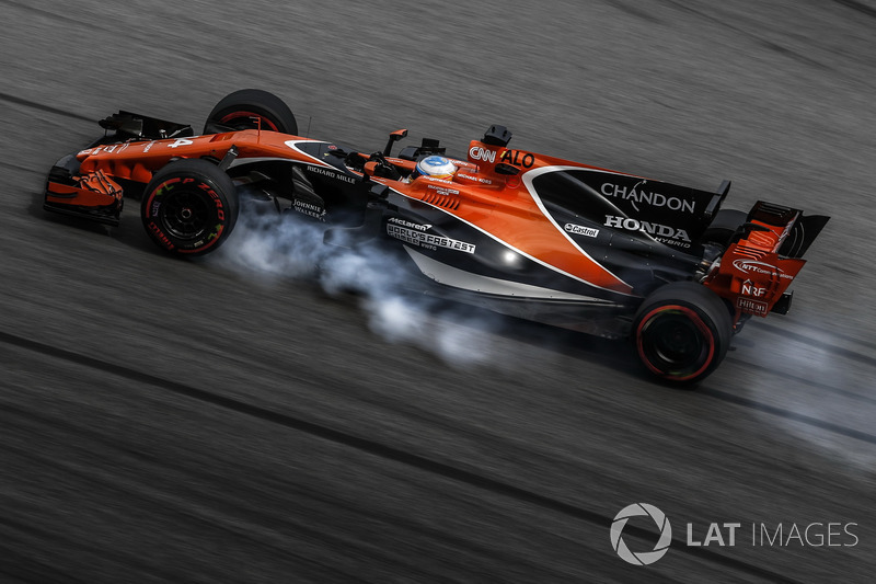 Fernando Alonso, McLaren MCL32 locks up