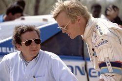 El jefe de equipo de Peugeot Jean Todt y Ari Vatanen