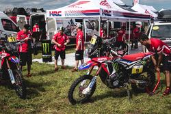 Le moto del #11 Monster Energy Honda Team: Joan Barreda Bort e #9 Monster Energy Honda Team: Ricky B