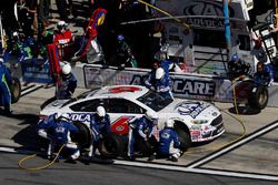 Trevor Bayne, Roush Fenway Racing Ford, pit stop