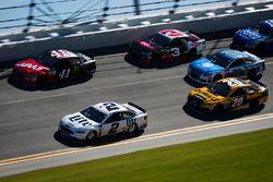 Brad Keselowski, Team Penske Ford and Kurt Busch, Stewart-Haas Racing Ford