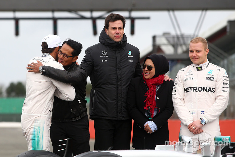 Lewis Hamilton, Mercedes AMG F1, Valtteri Bottas, Mercedes AMG F1, Toto Wolff, Mercedes AMG F1 Shareholder and Executive Director with guests