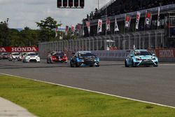 Роб Хафф, Leopard Racing Team WRT, Volkswagen Golf GTi TCR, и Стефано Комини, Comtoyou Racing, Audi