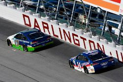 Ricky Stenhouse Jr., Roush Fenway Racing Ford, Clint Bowyer, Stewart-Haas Racing Ford