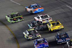 Brad Keselowski, Team Penske Ford und Kyle Busch, Joe Gibbs Racing Toyota
