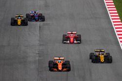 Фернандо Алонсо, McLaren MCL32, Нико Хюлькенберг, Renault Sport F1 Team RS17, Себастьян Феттель, Ferrari SF70H, Джолион Палмер, Renault Sport F1 Team RS17, и Карлос Сайнс-мл., Scuderia Toro Rosso STR12
