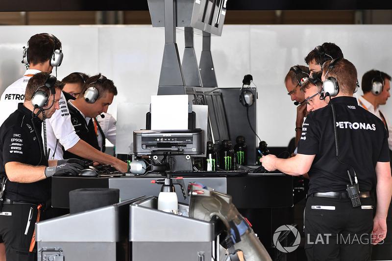 Mercedes AMG F1 mühendisleri