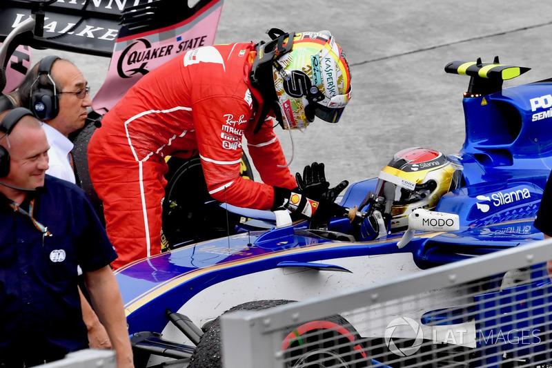 Sebastian Vettel, Ferrari agradece a Pascal Wehrlein, Sauber C36 por llevarlo