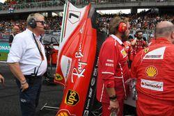 Jo Bauer, FIA Teknik Delegesi, Ferrari mekanikerleri ve Kimi Raikkonen, Ferrari SF70H