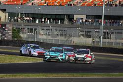 Лидирует Роб Хафф, Leopard Racing Team WRT, Volkswagen Golf GTi TCR