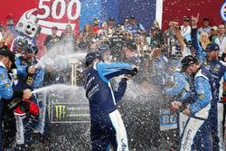 Yarış galibi Martin Truex Jr., Furniture Row Racing Toyota