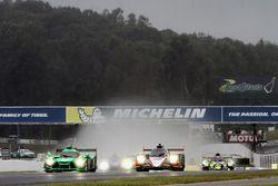 GT start: #62 Risi Competizione Ferrari 488 GTE: Toni Vilander, Giancarlo Fisichella, Alessandro Pie
