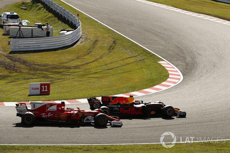Daniel Ricciardo, Red Bull Racing RB13, Sebastian Vettel, Ferrari SF70H, startta