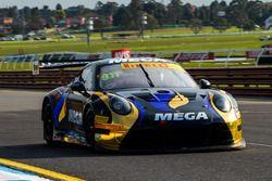 #911 Porsche 911 GT3-R: Liam Talbot