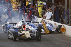 James Hinchcliffe, Schmidt Peterson Motorsports Honda, Helio Castroneves, Team Penske Chevrolet and