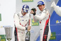 Podio GTE-Pro: #91 Porsche Team Porsche 911 RSR: Richard Lietz, Frédéric Makowiecki