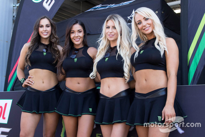 Девушки на гонке австралийской серии Supercars