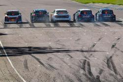 Un départ avec les deux Polo de PSRX Volkswagen Sweden, une Audi S1 EKS, une Ford Focus de Hoonigan Racing Division et une 208 de Peugeot-Hansen