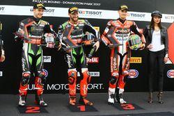 Calificados Top 3: ganador de la pole Tom Sykes, Kawasaki Racing, segundo Jonathan Rea, Kawasaki Rac