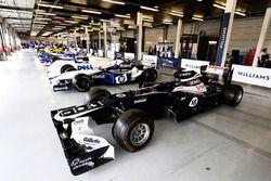 El Williams FW34 Renault 2012 , con varias máquinas de F1