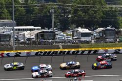 William Byron, JR Motorsports Chevrolet and Brad Keselowski, Team Penske Ford