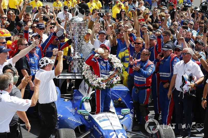 Takuma Sato, Andretti Autosport Honda celebrates with milk in victory lane