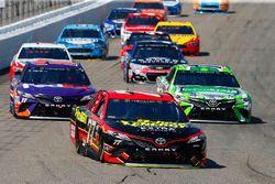 Erik Jones, Furniture Row Racing Toyota, Kyle Busch, Joe Gibbs Racing Toyota, Denny Hamlin, Joe Gibb