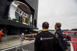 Alan Permane, Renault, Jonathan Wheatley, Red Bull Racing watch the podium