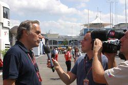 Giorgio Piola con los medios