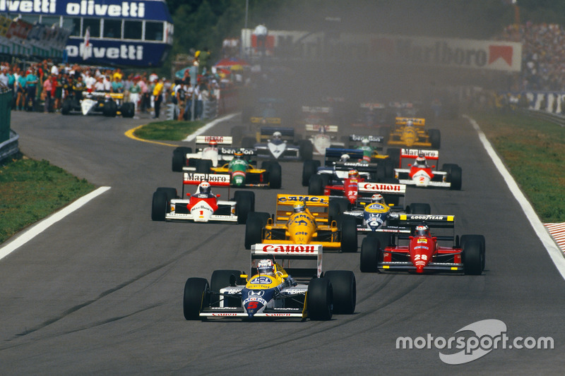 Start: Nigel Mansell, Williams FW11B Honda, Gerhard Berger, Ferrari F187, Ayrton Senna, Lotus 99T Honda, Nelson Piquet, Williams FW11B Honda, ve Alain Prost, McLaren MP4/3 TAG Porsche