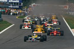 Старт гонки: Найджел Мэнселл, Williams FW11B Honda, Герхард Бергер, Ferrari F187, Айртон Сенна, Lotus 99T Honda, Нельсон Пике, Williams FW11B Honda, и Ален Прост, McLaren MP4/3 TAG Porsche