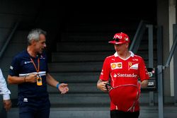 Beat Zehnder, Sauber F1 Team Manager and Kimi Raikkonen, Ferrari