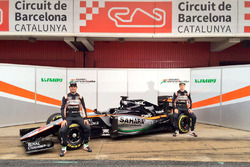 Sergio Perez, Sahara Force India F1, und Nico Hülkenberg, Sahara Force India F1, enthüllen den Sahar