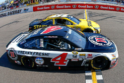 Kevin Harvick, Stewart-Haas Racing Chevrolet beats Carl Edwards, Joe Gibbs Racing Toyota