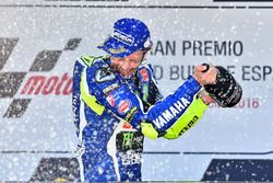 Podium: winner Valentino Rossi, Yamaha Factory Racing celebrates with champagne