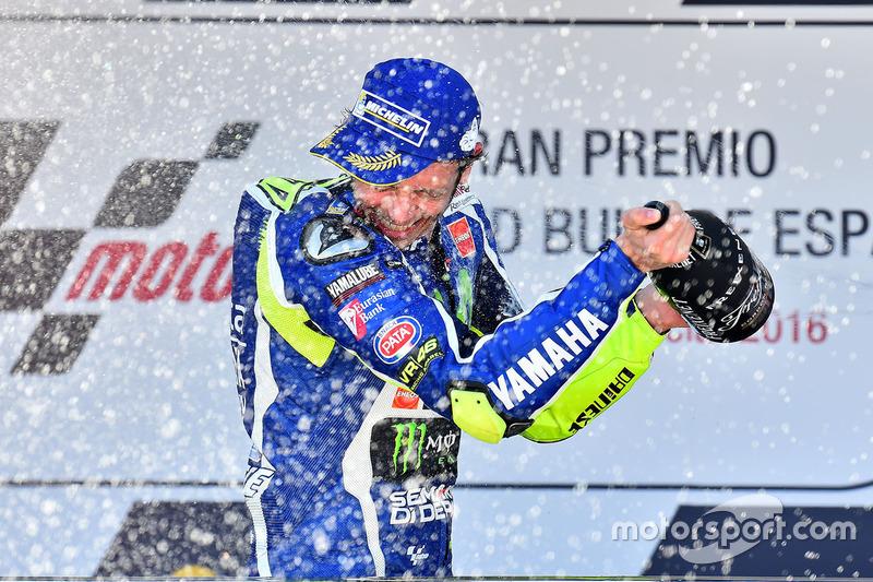 Rossi retrouve la victoire