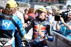 Le vainqueur Brad Binder, Red Bull KTM Ajo, le deuxième, Nicolo Bulega, Sky Racing Team VR46