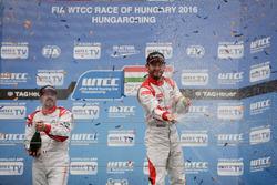 Podium: second place Yvan Muller, Citroën World Touring Car Team, Citroën C-Elysée WTCC; Winner José