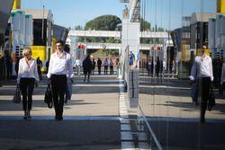 Сьюзи Вольф, эксперт Channel 4 и её муж Тото Вольф, руководитель Mercedes AMG F1