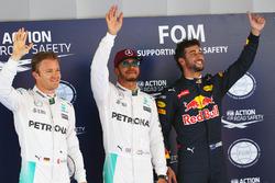 Le top 3 des qualifications dans le parc fermé : Nico Rosberg, Mercedes AMG F1, deuxième ; Lewis Hamilton, Mercedes AMG F1, poleman ; Daniel Ricciardo, Red Bull Racing, troisième
